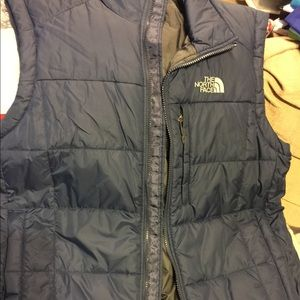New men's north face vest